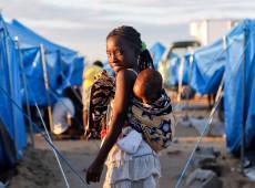 Fotógrafo registra acampamento de desabrigados por ciclone em Moçambique