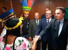 """Encontro de Bolsonaro com indígenas foi """"cena montada"""", diz general que deixou presidência da Funai"""