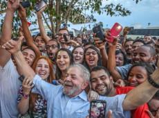 Não adianta chorar, é preciso brigar porque só a luta do povo resolve, diz Lula