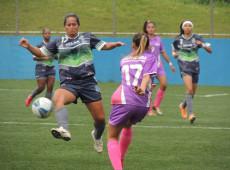 Quase-jogadoras de futebol: meninas sofrem com falta de times de base no Brasil