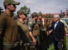 """Em discurso para policiais, Piñera promete leis mais severas para combater """"vândalos"""""""