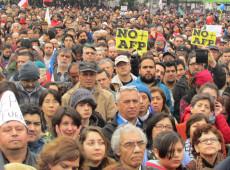 Financiada pelos bancos, mídia chilena esconde fracasso da capitalização da Previdência