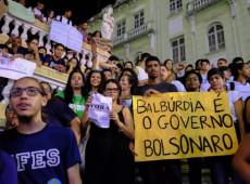 Estudantes e professores se levantam contra cortes do governo e ocupam as universidades
