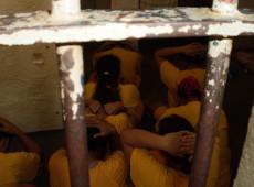Jovem presa por engano relata abandono, tratamento e solidão nos presídios femininos