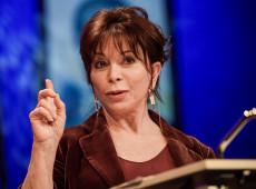 Em entrevista, escritora Isabel Allende desmistifica suposto paraíso econômico chileno