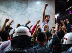 Brasileiros são a favor de democracia e de protestos, só que não