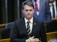 """Bolsonaro cumpre missão de """"laranja"""" e distrai plateia enquanto país é saqueado"""