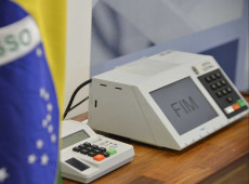 Bolsonaro derrete, mas não se pode pensar em 2022 sem tática para eleições municipais