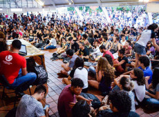 Brasileiros se mobilizam contra os cortes na educação pública, rumo à greve geral