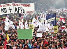 Chilenos exigem reajuste nas aposentadorias e fim do sistema de capitalização
