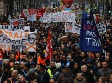 França iniciou o ano envolvida na mais extensa crise social de sua história recente