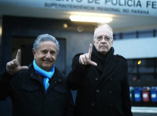 """""""Dignidade não se negocia"""", afirma ex-presidente da Argentina em visita a Lula"""
