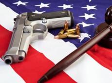 O labirinto da violência armada e o peso do ódio da supremacia branca nos Estados Unidos