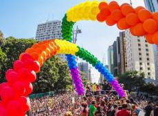 Crítica a Jair Bolsonaro dá o tom na Parada do Orgulho LGBT na Avenida Paulista