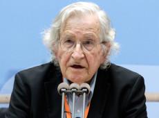 Noam Chomsky: Ajuda humanitária dos EUA esconde atos de agressão à Venezuela