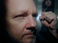"""""""Estou morrendo aos poucos"""", diz Assange, preso irregularmente no Reino Unido"""